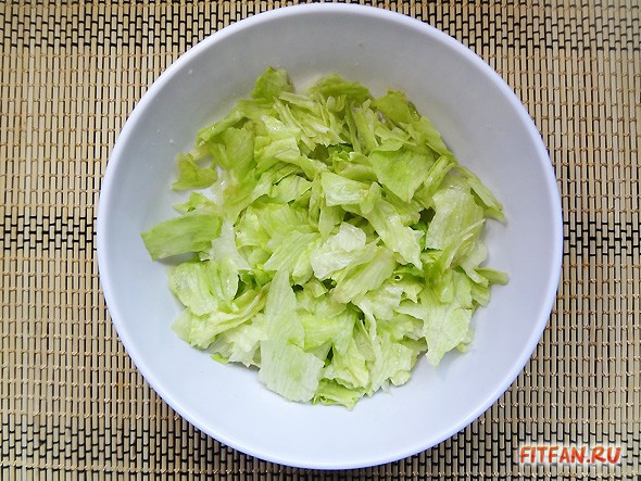 Салат с сельдереем и грушей