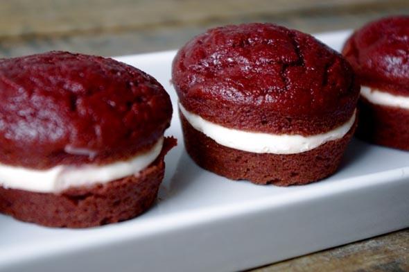 Диетические свекольные пирожные «Красный бархат»