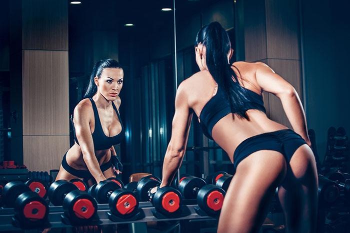 Женская программа тренировок на все тело с гантелями