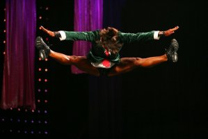 Летающие фитнесистки на Арнольд Классик 2009