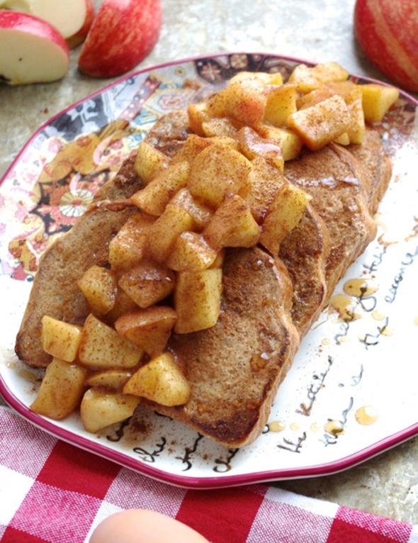 Яичный фитнес-хлеб с корицей и яблоком