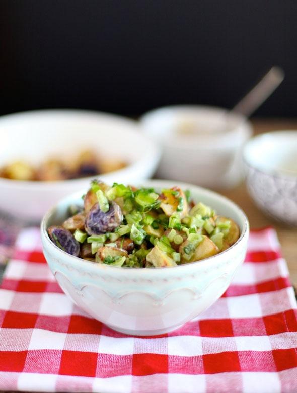 Легкий салат с запеченным картофелем