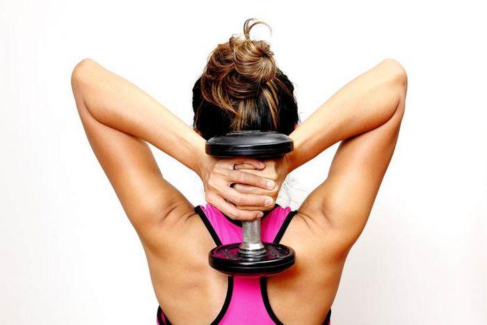 Круговая тренировка для женщин с гантелями и весом своего тела